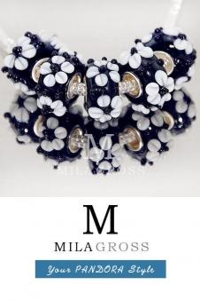 """Бусина мурано """"Парад цветов, черный"""" (голубые / белые цветы)"""